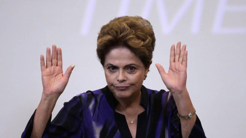 Das brasilianische Abgeordnetenhaus hat sich am Sonntagabend für eine Amtsenthebung von Präsidentin Dilma Rousseff ausgesprochen.