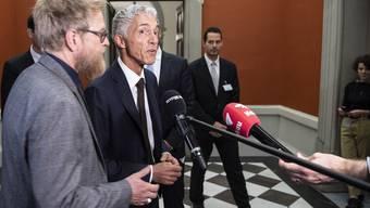Bundesanwalt Michael Lauber, Mitte, am Mittwoch, 25. September 2019 im Bundeshaus in Bern. Kurz vorher war er vom Bundesparlament knapp und nach hitziger Debatte als Bundesanwalt im Amt bestätigt worden.