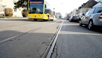 Die Tramgleise entlang der Baslerstrasse sind so marode, dass beinahe ein Busersatz nötig geworden wäre. Archiv/Nars