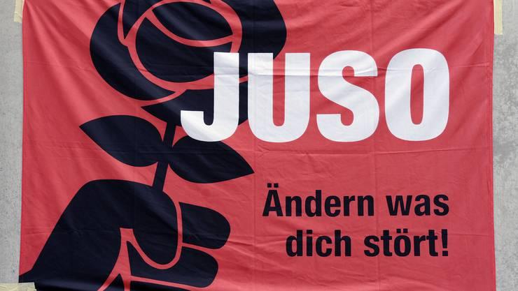 Ab Juli hat die JUSO Stadt Zürich für ihre Initiative «Für ein weltoffenes Zürich – Kulturaustausch statt Fremdenfeindlichkeit» fleissig Unterschriften gesammelt und Ende 2014 mehr als 3000 Unterschriften eingereicht.  (Themenbild).