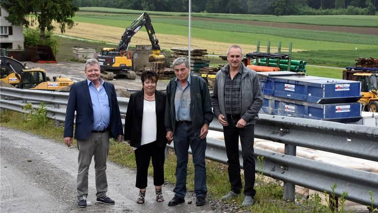 Die Inhaber und Geschäftsleiter der Firma Hoppler dürfen in diesem Jahr den dreifachen Geburtstag feiern. Von links: Andreas Burgener, Silvia Hoppler, Andreas Burgener und Markus Gyr.