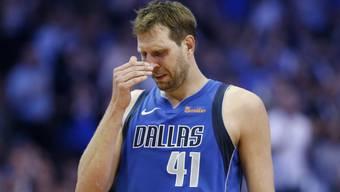 Tränen in den Augen: Der zurücktretende NBA-Star Dirk Nowitzki von den Dallas Mavericks.