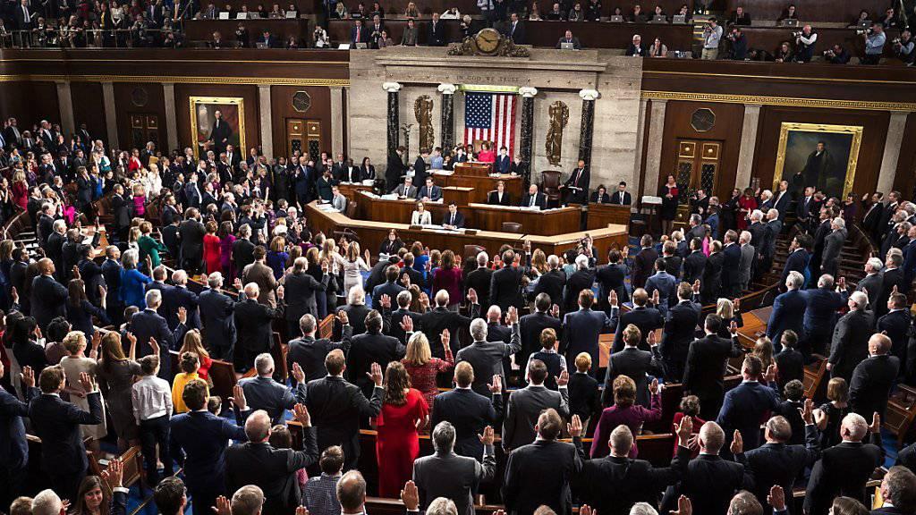 Das US-Repräsentantenhaus hat in einer Abstimmungen für ein Ende der Haushaltssperre votiert. Der «Shutdown» von Teilen der Verwaltung ist damit aber nicht vorbei.