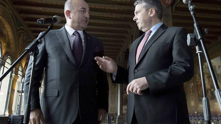Der türkische Aussenminister Mevlüt Cavusoglu (l.) und sein deutscher Amtskollege Sigmar Gabriel wollen die Beziehungen der beiden Länder verbessern.