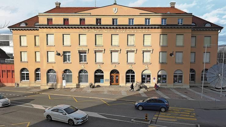 In den Hauptsitz der früheren IBA sollen Gerichte und Konkursämter einziehen.