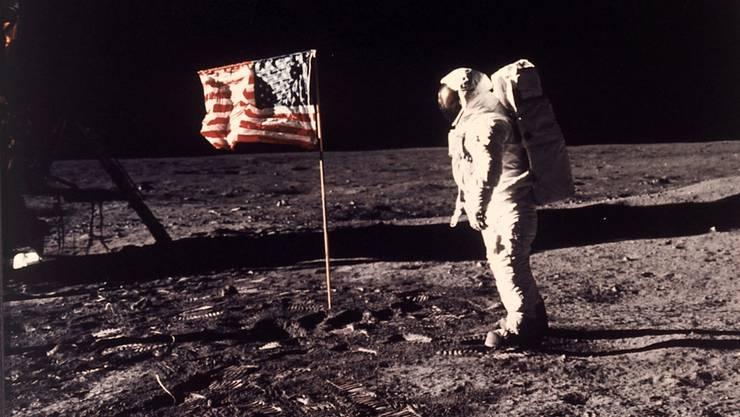 Der Mond ist nicht so trocken, wie bisher angenommen. Der Mondmantel könnte demnach ähnliche Wasserkonzentrationen aufweisen wie der Erdmantel