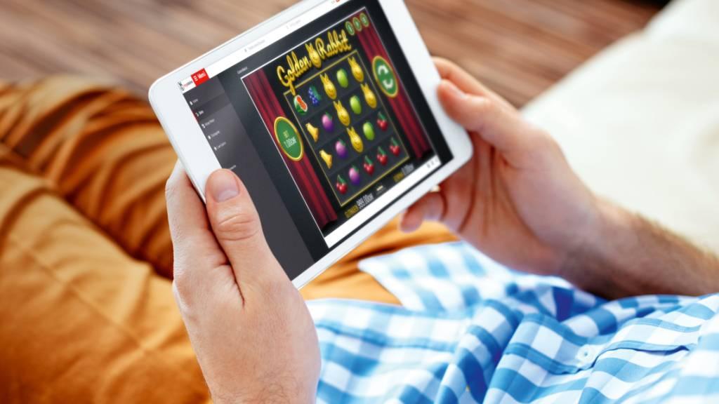 Seit Mitte letzten Jahres dürfen konzessionierte Schweizer Casinos auch online Geldspiele Anbieten. Ausländische Anbieter hingegen werden gesperrt. (Archivbild)