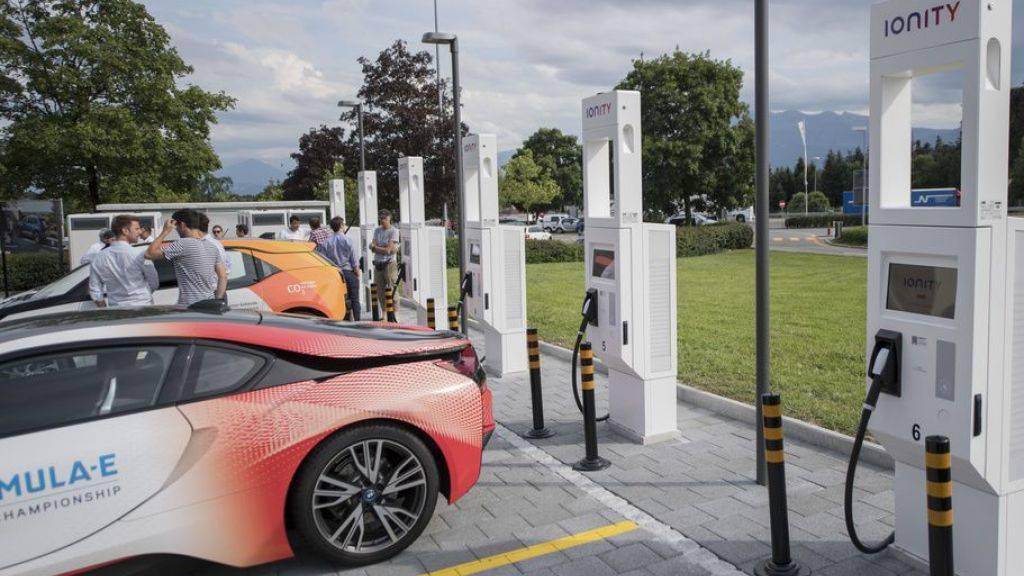Verkauf von Elektroautos zieht kräftig an