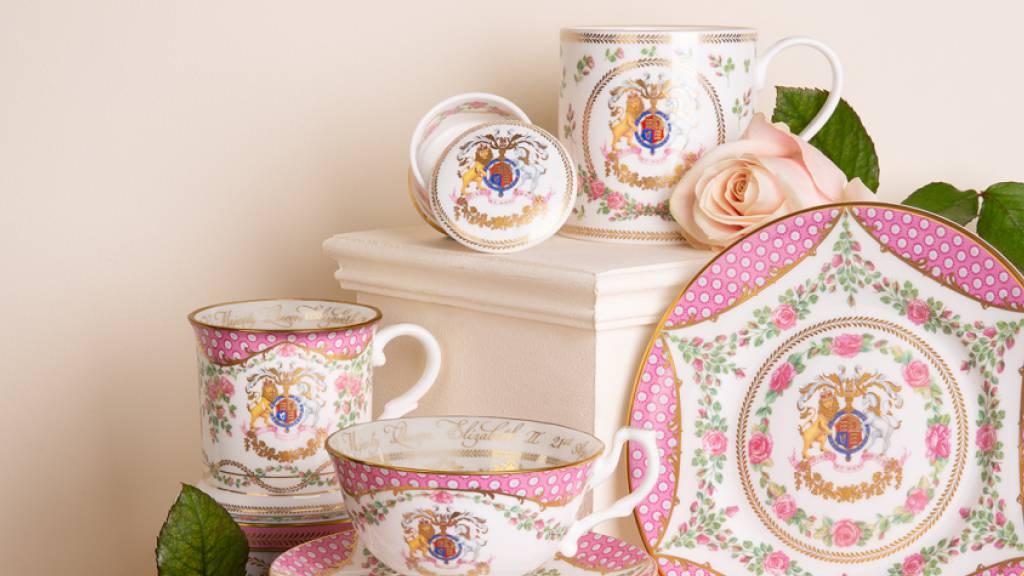 Palast bietet rosiges Porzellan zum 95. Geburtstag der Queen