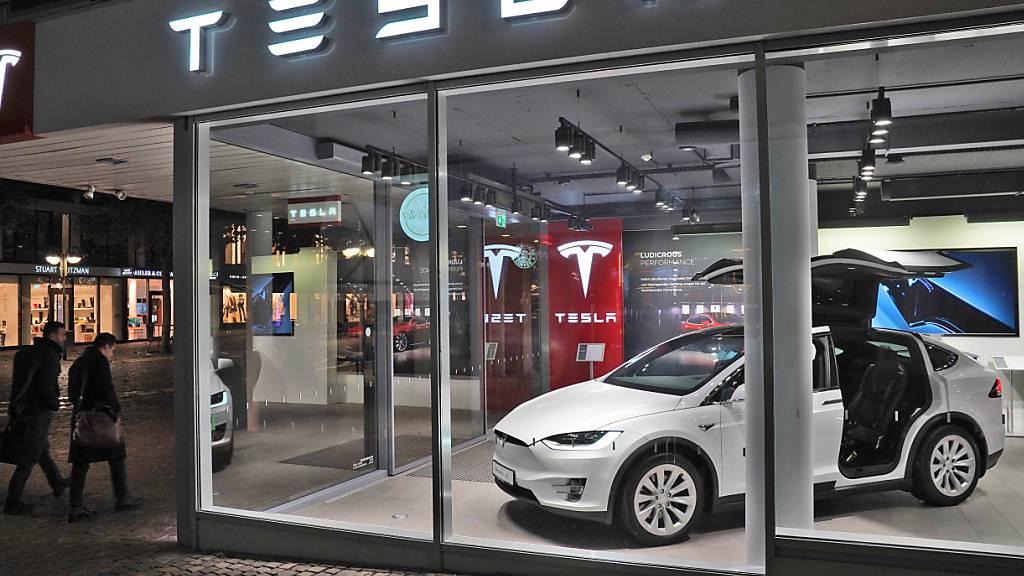Die Börsenbewertung des Tesla-Konzerns ist in den vergangenen Tagen stark zurückgegangen. (Archivbild)