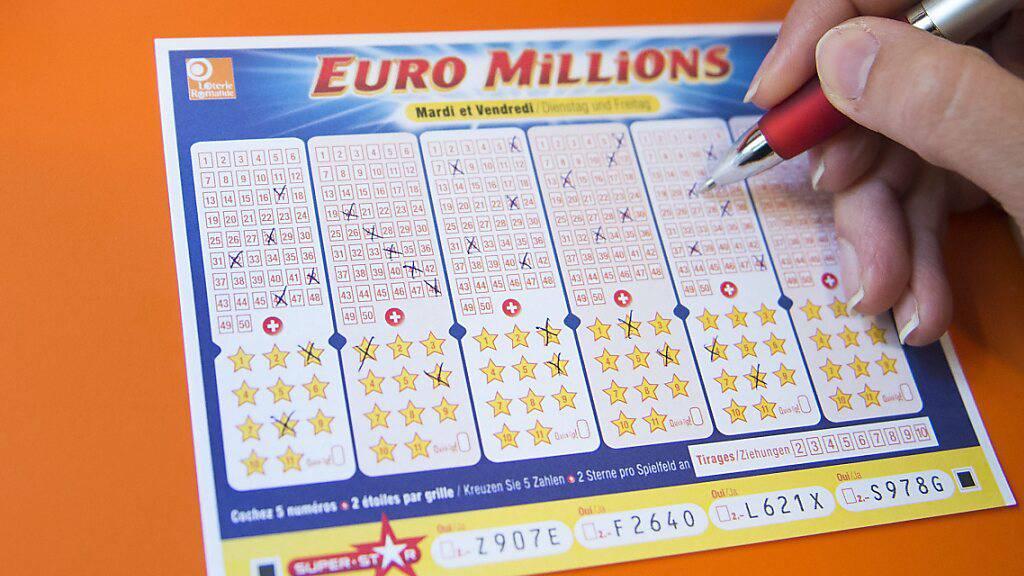 Ein Schweizer Bürger hat bei der Lotterie Euromillions den Jackpot geknackt und 230 Millionen Franken gewonnen. (Archivbild)