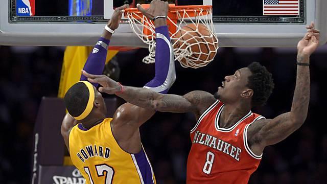 Slam Dunk: Dwight Howard (links) stopft den Ball in den Korb