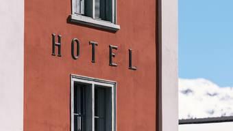 Der Bund soll den Hotelbetreiberinnen und -betreibern finanziell stärker unter die Arme greifen, fordert der Branchenverband HotellerieSuisse.