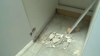 Einbrecher suchten das Hallenbad Menziken heim und haben ihre Beute samt Tresor mitgenommen.
