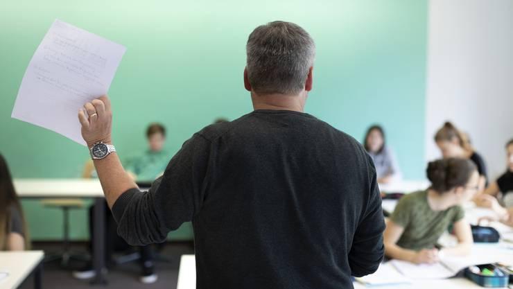 «Wer den Inhalt eines Geschichtsbuches unreflektiert den Schülern weitergibt, ist eine Gefahr für die freie Meinungsäusserung», schreibt Seklehrer Patrick Hersiczky. (Symbolbild)