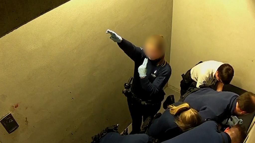 Schock-Video aus Belgien: Polizistin macht Hitlergruss - daneben stirbt Verhafteter