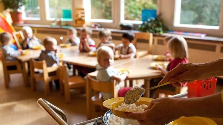 Die familienergänzende Kinderbetreuung soll neu geregelt werden.