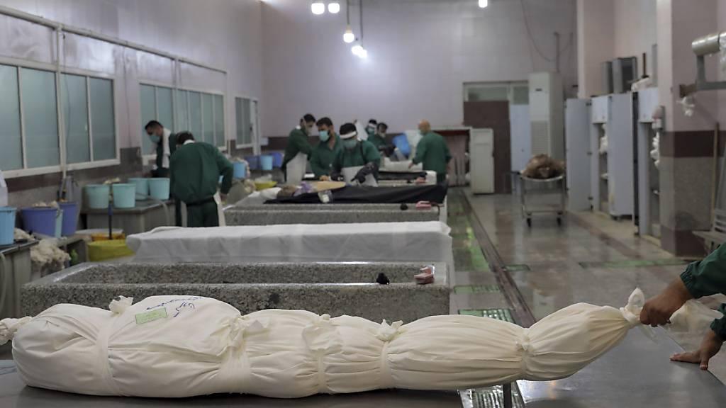 Berichte: Vierstöckige Gräber für Corona-Tote in Teheran