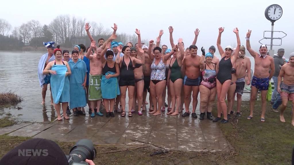 Ein Sprung ins (eis)kalte Wasser – für Moosseedorfer fast schon normal