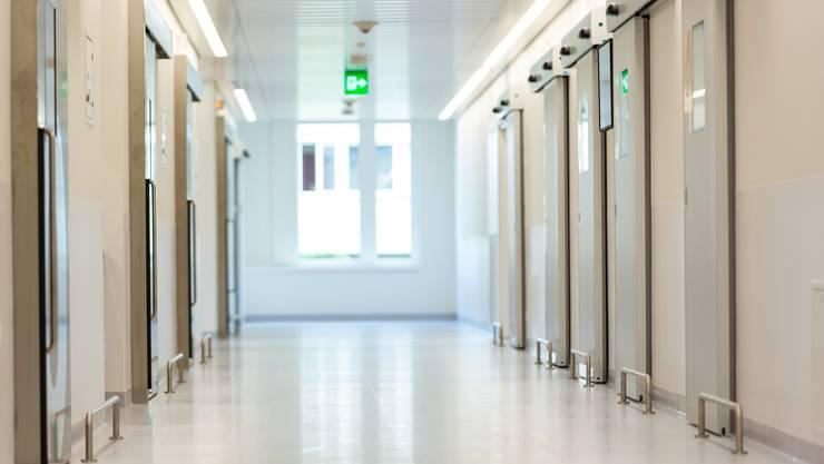 Die Kandidatinnen und Kandidaten durchlaufen ein zweijähriges Curriculum am Spital Limmattal, bevor sie ihr abschliessendes Ausbildungsjahr am Unispital Zürich absolvieren und die Facharztprüfung ablegen.