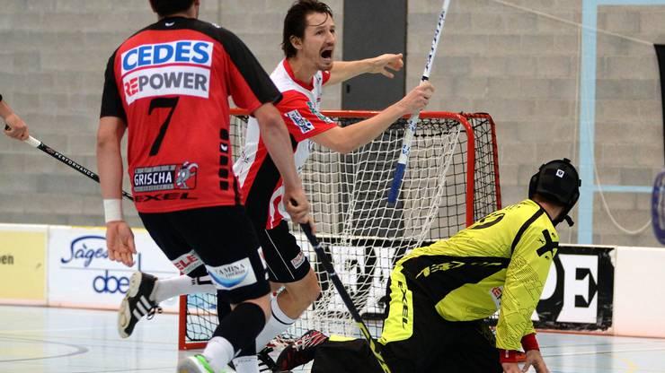 Marek Lébl jubelt nach seinem Tor zum 4:3.