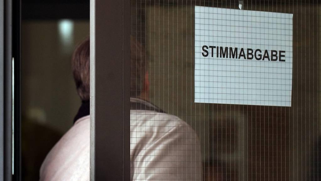 In Frauenfeld TG dauerte das Zählen der Stimmen am Sonntag zwei Stunden länger als früher. Nach Manipulationen im März waren die Abläufe geändert worden. (Symbolbild)