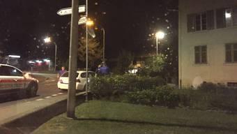 In Menziken rannte ein Mann nackt durch die Strassen. Die Regionalpolizei brachte ihn zum Amtsarzt.