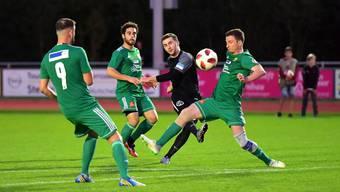 Besser könnte es für ihn nicht laufen: Torgarant Fidan Tafa (Mitte) ist mit Leader Lenzburg in der 2. Liga AFV auf Erfolgskurs.