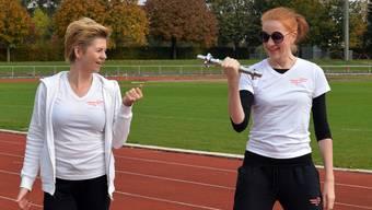 Michaela Fit trainiert Milena Haller im Kleinholz-Leichtathletikstadion.