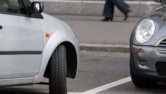 Der Vorstoss will einheitliche Verhältnisse schaffen und das Parkieren für Gewerbetreibende erleichtern. (Symbolbild)