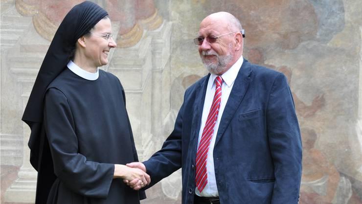 Der Würenloser Gemeindeammann Hans Ulrich Reber erachtet eine Beteiligung an der Klostersanierung als Pflicht – Priorin Irene freuts. zim