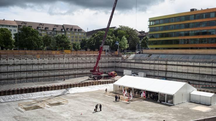 Am Dienstag fand die Grundsteinlegung des Biozentrum-Neubaus statt.