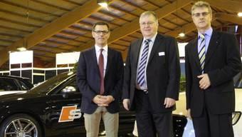 Heinz Frei, Hansueli Bühler und «Bustelbach»-Geschäftsführer Johannes Oehler hoffen auf zahlreiche Besucher der Auto-Ausstellung. mf