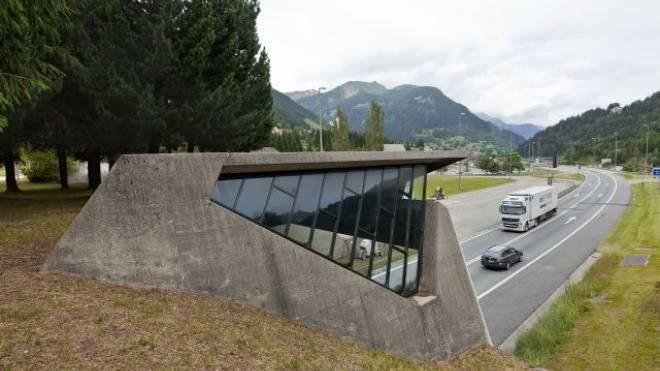 Südportal des Gotthard-Strassentunnels: Gebühren für die Durchfahrt? Foto: Keystone/Gaetan Bally