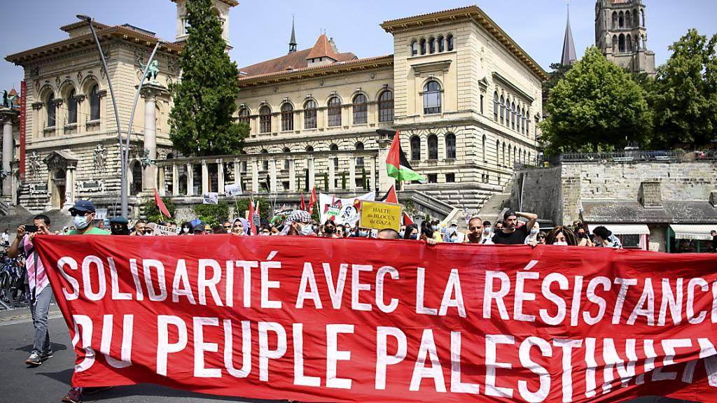 Etwa 200 Personen haben am Samstag in Lausanne ihre Solidarität mit dem palästinensischen Volk ausgedrückt.
