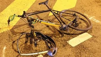 Der Velofahrer, der kürzlich mit einem E-Bike kollidierte, ist im Spital seinen schweren Verletzungen erlegen. (Symbolbild)