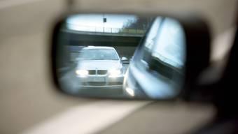 Der Mann, der heute als Polizist arbeitet, war ausserorts deutlich zu schnell unterwegs. (Symbolbild)