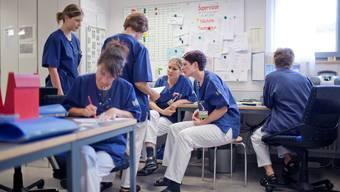 Der Kanton Aargau verschenkt Pflegehelfer-Ausbildungen.