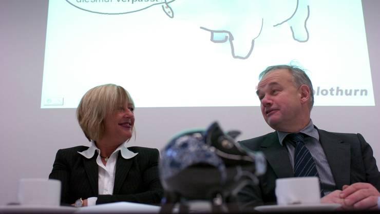 April 2006: Der damalige Finanzdirektor Christian Wanner präsentiert den Rechnungsabschluss zusammen mit seiner Finanzamt-Chefin Pia Stebler. Ein paar Monate später musste sie gehen, die Öffentlichkeit erfuhr auch warum.