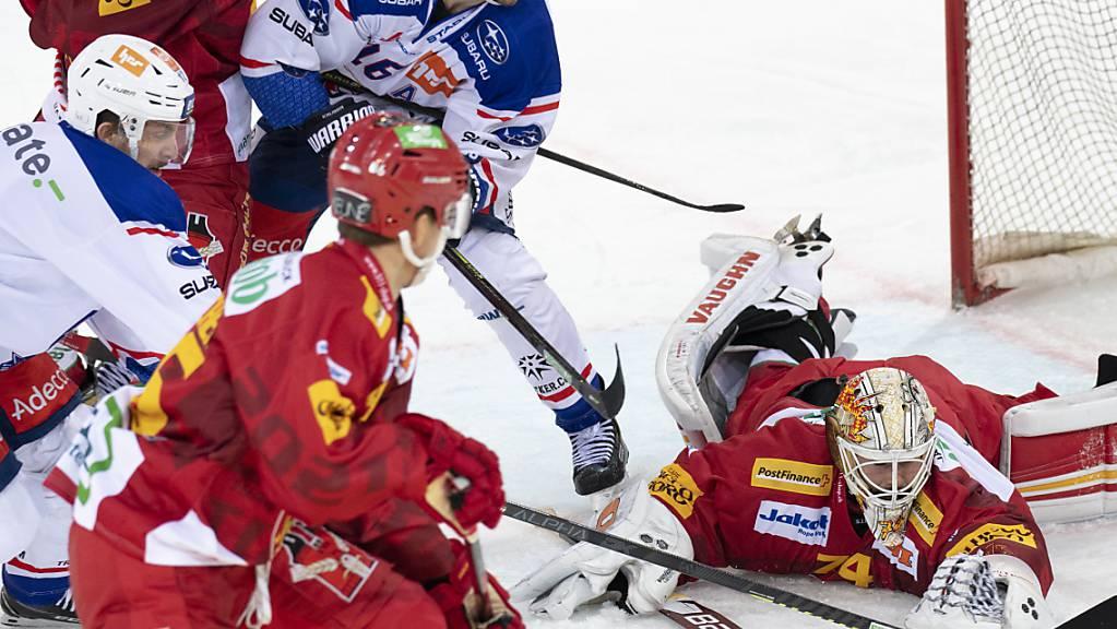 Vergeblich gestreckt: Die SCL Tigers um Goalie Ivars Punnenovs konnten die vierte Heimniederlage in einer Woche gegen den neuen Leader ZSC Lions nicht verhindern