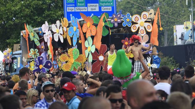 900000 Personen tanzten zu den elektronischen Beats