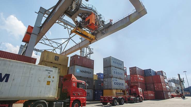 Die Warenexporte sind im vierten Quartal um 3,8 Prozent geschrumpft. Dies galt insbesondere für Präzisionsinstrumente, Uhren und Bijouterie sowie Chemie- und Pharmaerzeugnisse. (Symbolbild)