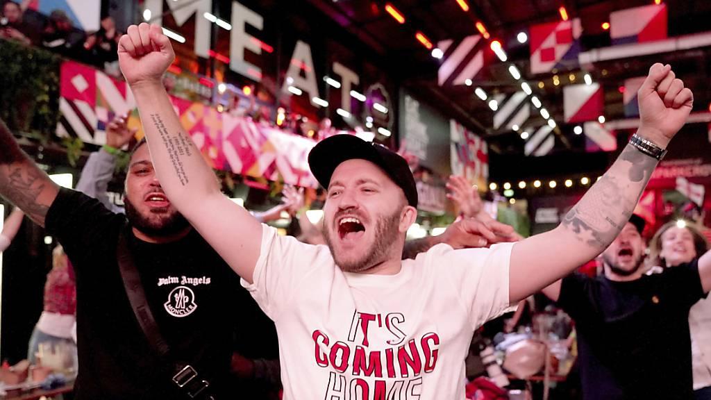 Die Engländer freuen sich über den Sieg ihrer Nationalmannschaft – und konsumieren in der Folge eifrig.