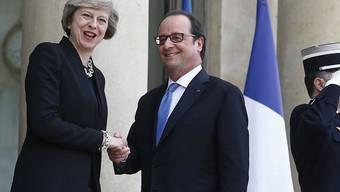 Die neue britische Premierministerin Theresa May bei ihrem Antrittsbesuch beim französischen Präsidenten François Hollande.