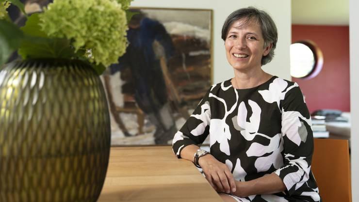 Isabelle Bruhin in ihrem Haus in Uitikon. Neben ihrer Familie kümmert sie sich seit Kurzem um einen minderjährigen Asylsuchenden.