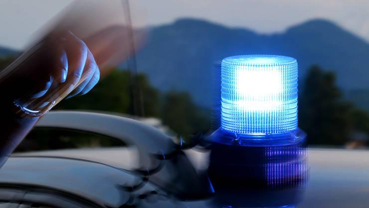 Die Polizei nimmt dem 34-jährigen Schweizer nach dem Unfall den Führerschein ab. (Symbolbild)