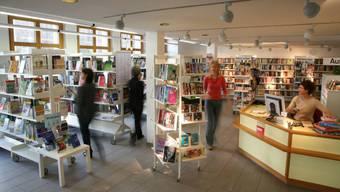 In der Bibliothek in Uitikon dürfen sich nicht mehr als 20 Personen gleichzeitig aufhalten. (Archivbild)