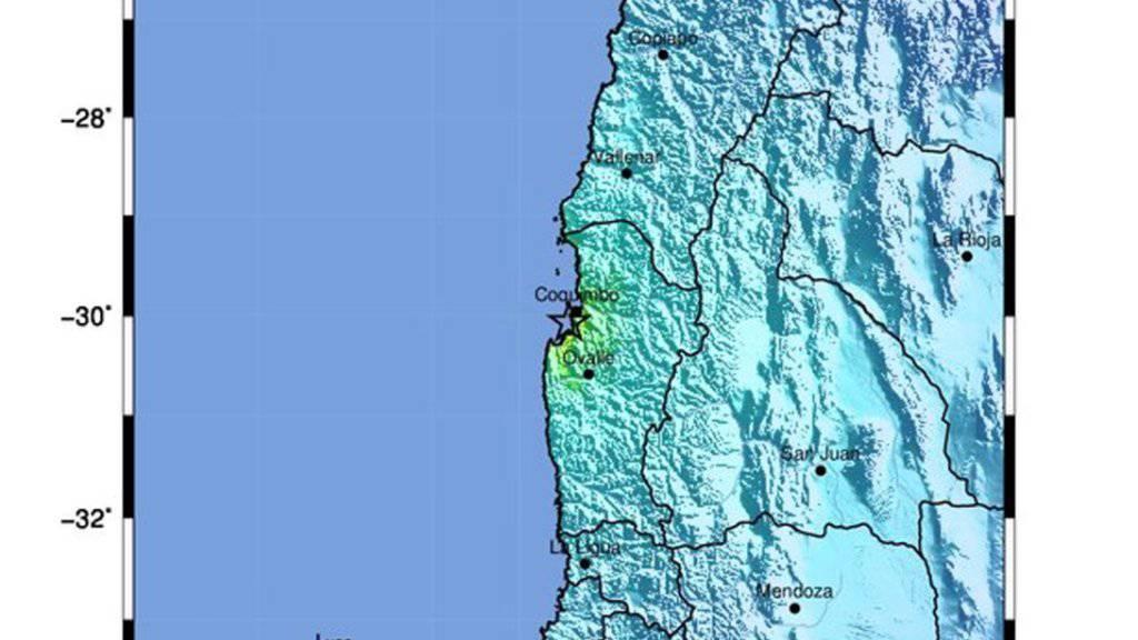 Das Zentrum des Bebens lag im Westen Chiles an der Küste. Es wurde vorübergehend ein Tsunami-Alarm ausgelöst.