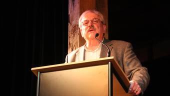 Mario Etzensberger stimmt das Lied «Der Mond ist aufgegangen» an.