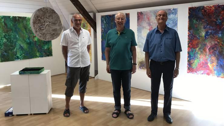 Rolf C. Wyss (links), Christian Bader und Andreas Gross (rechts) im künstlerischen Dreiergespräch.